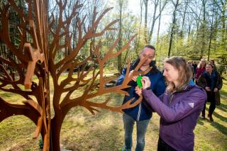 Speciale plek rondom gedenkboom voor te vroeg geboren kinderen